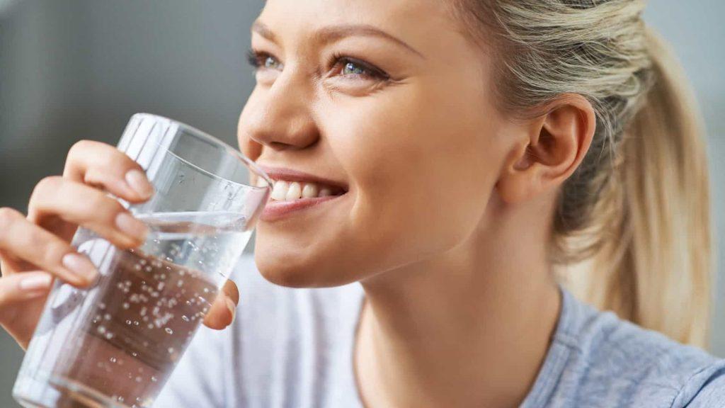 Benefícios beber água corpo