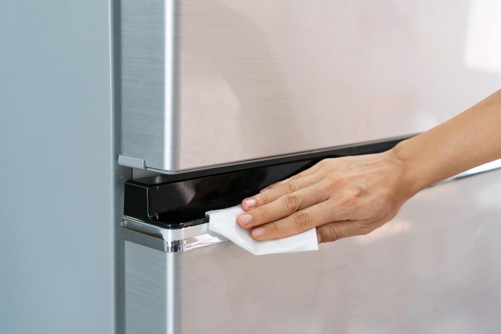 como limpar geladeira por fora