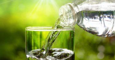 quantos litros de agua devemos tomar por dia