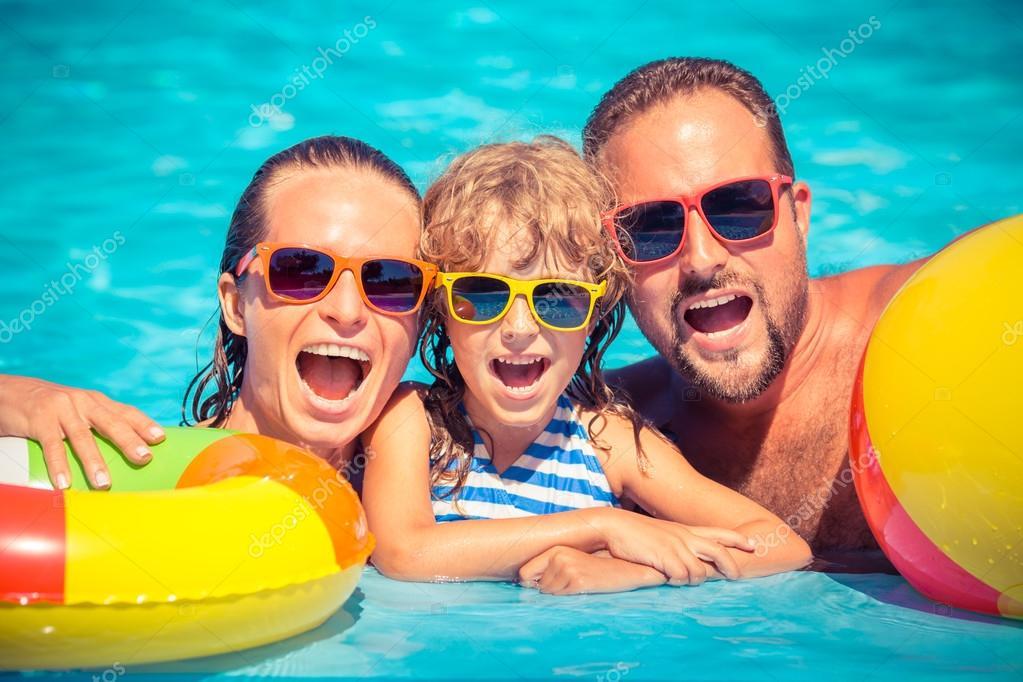 piscina no verão
